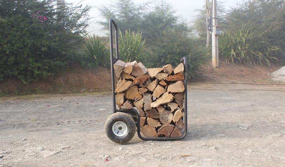 Carrinho de toras facilita o carregamento tornando mais ágil.
