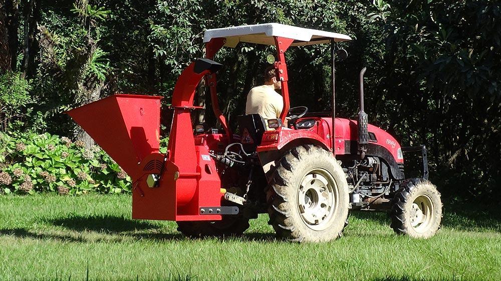 Triturador accionado al tractor para arbustos, ramas y troncos.