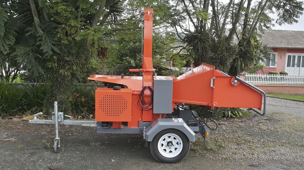 Un chipeador para el correcto eliminación de materiales verdes como ramas, troncos o arbustos.