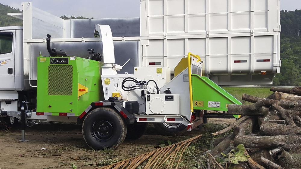 El Poder Chipeadora PTU 300 Ideal para contratistas del ayuntamiento, el paisaje, y los contratistas para astillar ramas y troncos de árboles de poda