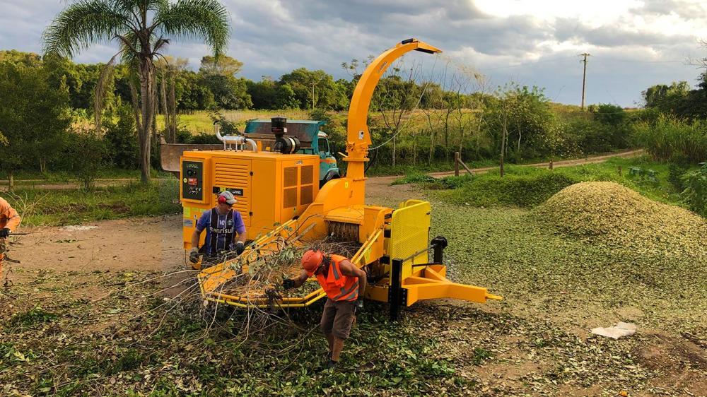 Excelente para quien precisa de movilidad, sin echar mano de una alta capacidad, puede ser utilizado para chipear trocos e ramas, produciendo hasta 45m³/h.