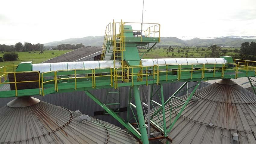 Belt Conveyor or belt conveyor rail type: rapid transport of bulk materials in the processing of biomass