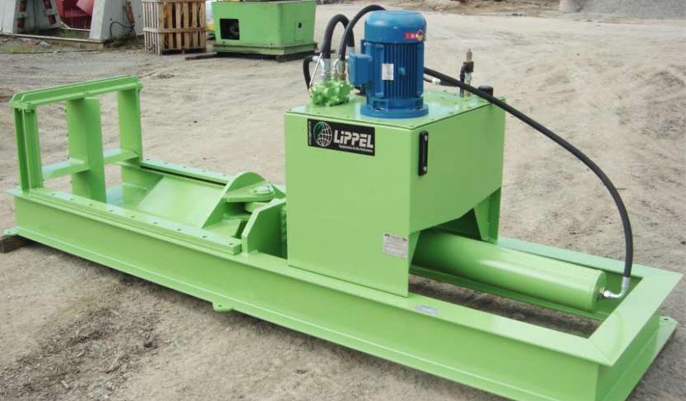 Hender troncos de grande diámetro facilita o manejo y procesamiento da madera. Este equipo es capaz de hender toras hasta 800 mm de diámetro.