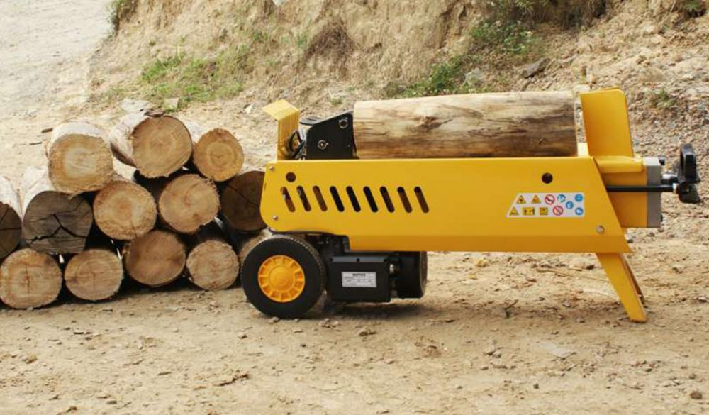 By splitting large diameter logs, is facilitated handling and processing of wood to generate chips, for burning, etc..