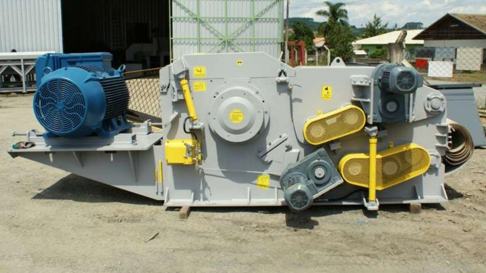 Is a chipper for heavy-duty applications that require maximum durability, strength, and production.