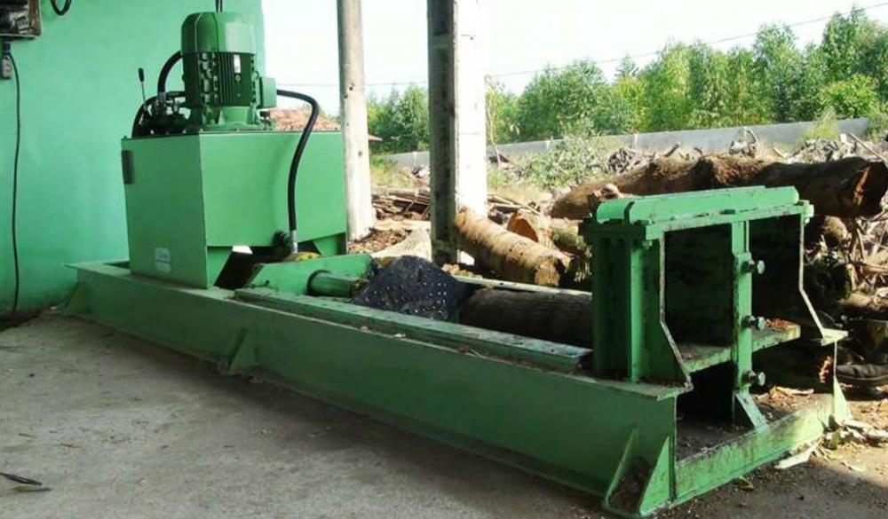 Fixed Logs Splitters - Facilitating the Handling of Wood Logs