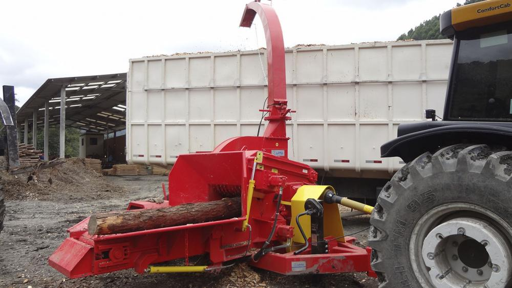 Used directly in the woods. The chipper make use of all branch, timber and logs. Producing wood chipps up to 65m³/h