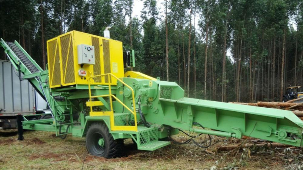 The forestry Chipper, is the perfect solution for those who needs mobility on wood chip production