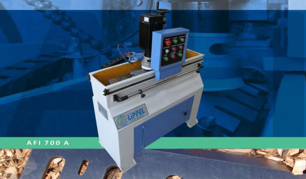 Knifes sharpener with automatic head scrolling and incorporated cooling