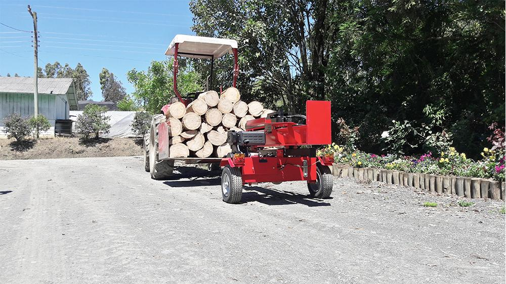 Powerful diesel log splitter with 40 tonnes of cutting power