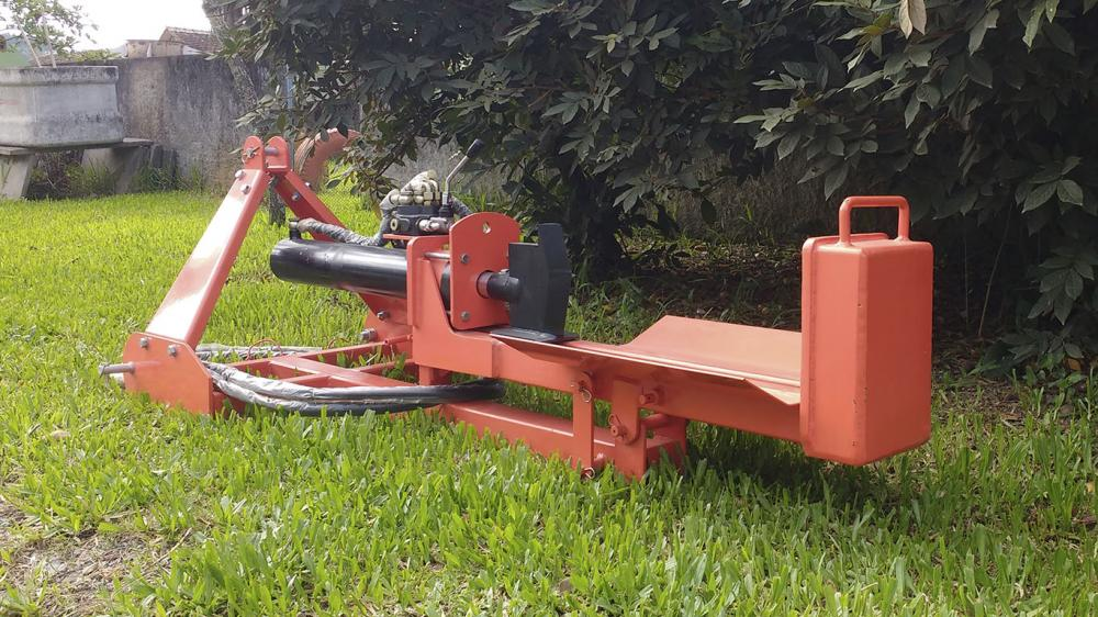 Log splitter with tractor power take-off and 20 tonne cutting force