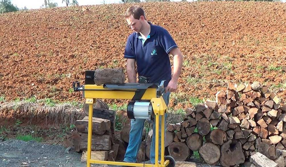 Mobile Wood Splitters - ease and mobility for splitting logs