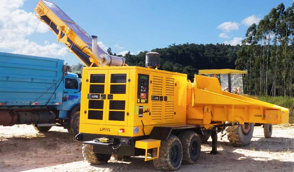 Forestry Chipper PFL 400 X 700 M-C with CUMMINS engine producing 120 m³ / h