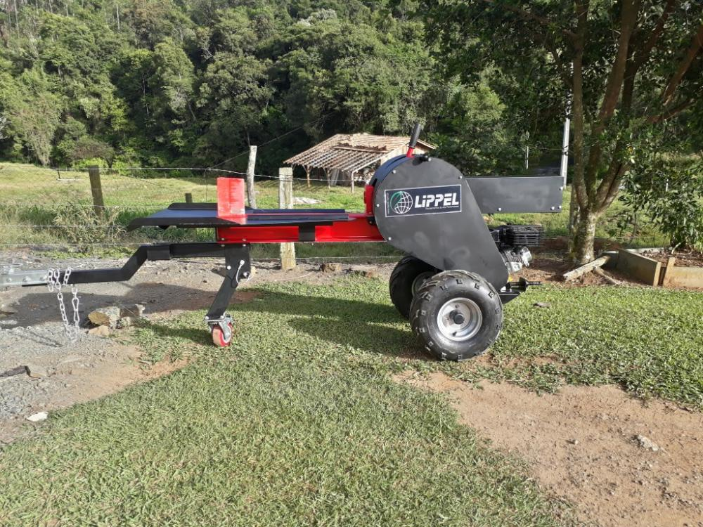 Quick cutting system, that allows split logs quite fast, but always with security