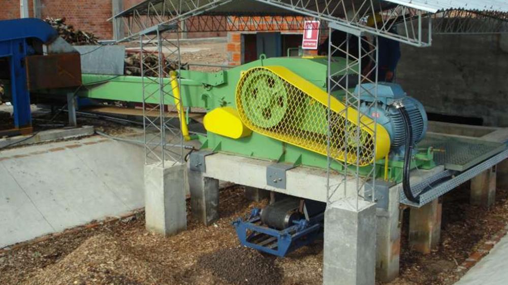 Picador estacionário para indústrias que processam madeira e desejam reaproveitar todos os resíduos gerados, produzindo até 80m³/h cavacos de madeira.