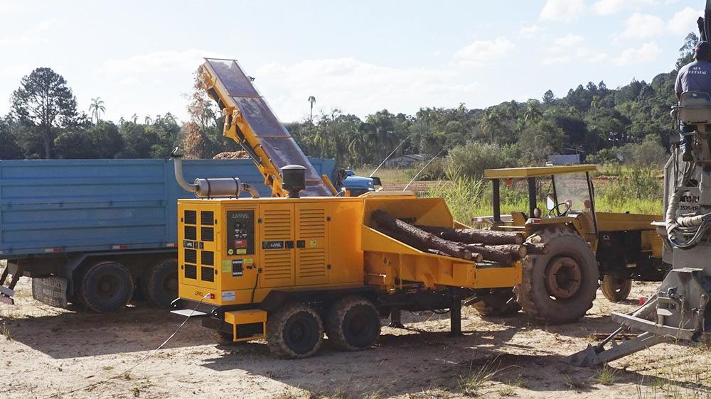 Picador Florestal RAPTOR 700 com alta produtividade e robustez, com uma produção de até 120 m³/h com apenas 23 Litros de diesel.