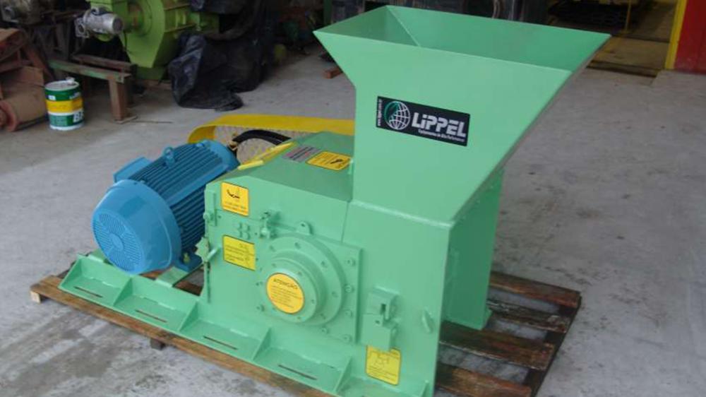 Alta versatilidad para procesar biomasa de pequeñas dimensiones, transformando los residuos en un material uniforme. Producción de 12m³/h.