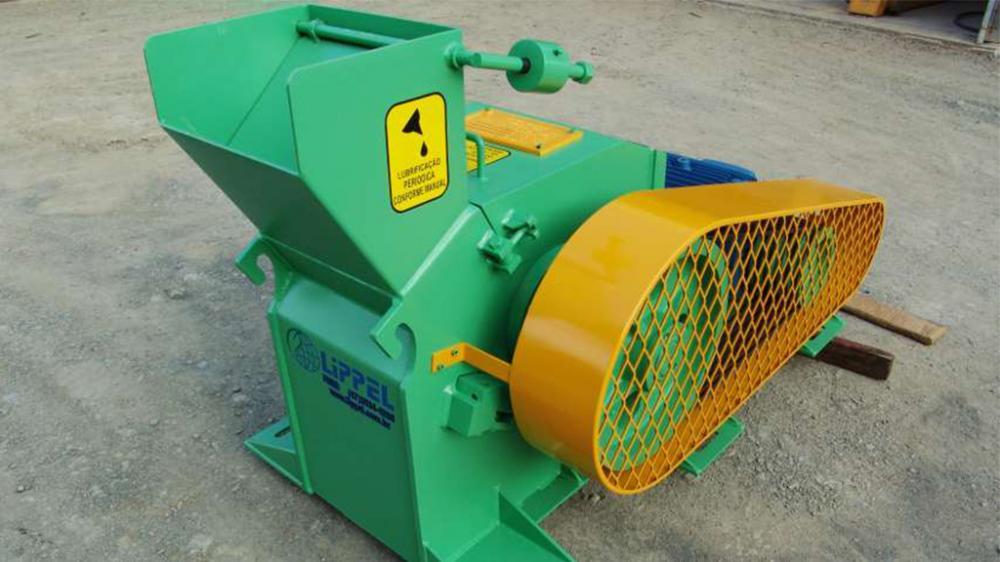 Ideal para generar chips a partir de residuos de madera de madereras, industrias de muebles, embalajes, entre otros. Producción de 25m³/h.