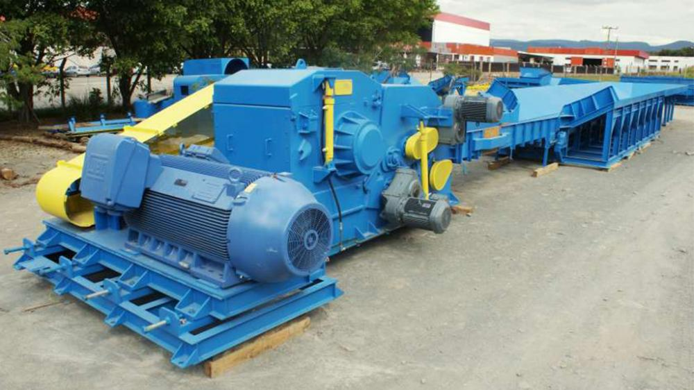 Heavy duty wood chipper. Production of up to 70T/h of wood chips