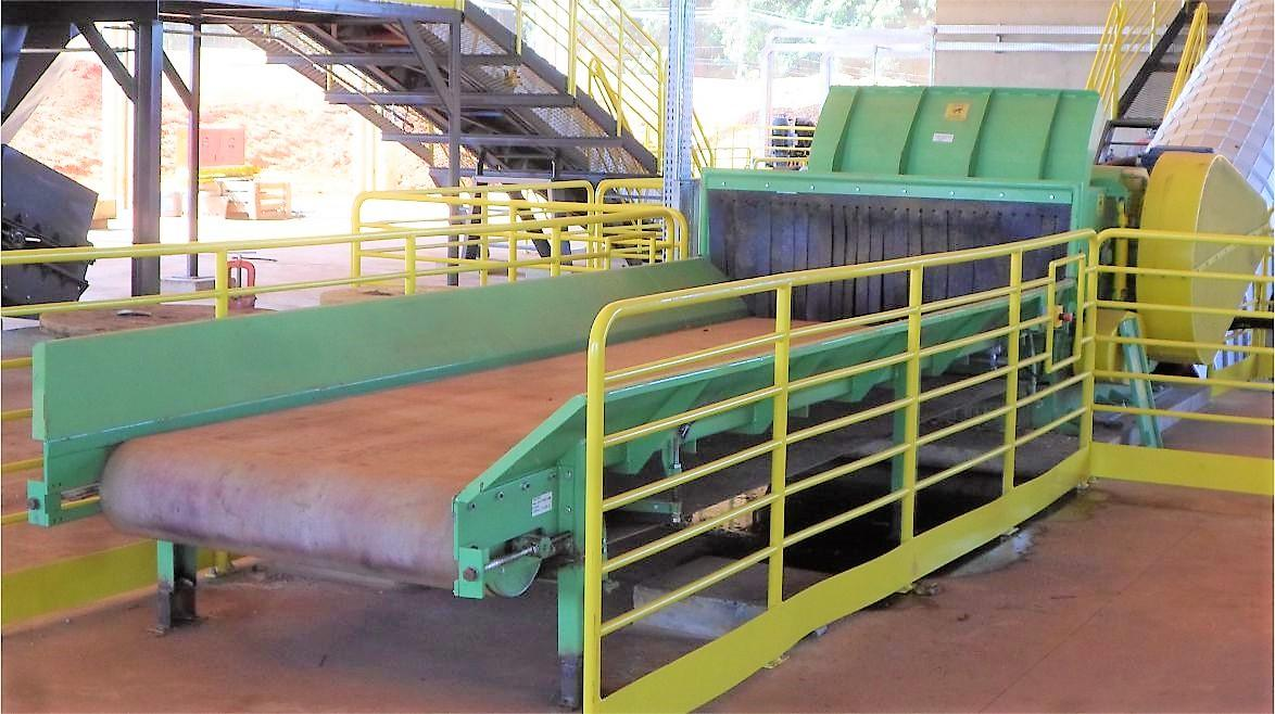 Designed to meet the demand for chipping large material such as pallets and other recycling woods, all in one machine