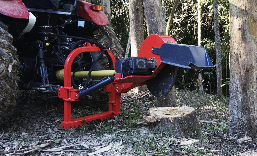 Mobile stump grinder for the removal of tree stumps with tractor coupling and power take-off