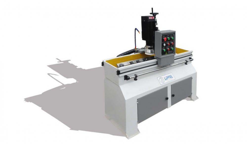 Ideal for sharpening flat knives from various angles, with a maximum knife length of 1000 mm that are used in industry, forestry and recycling area and various other branches
