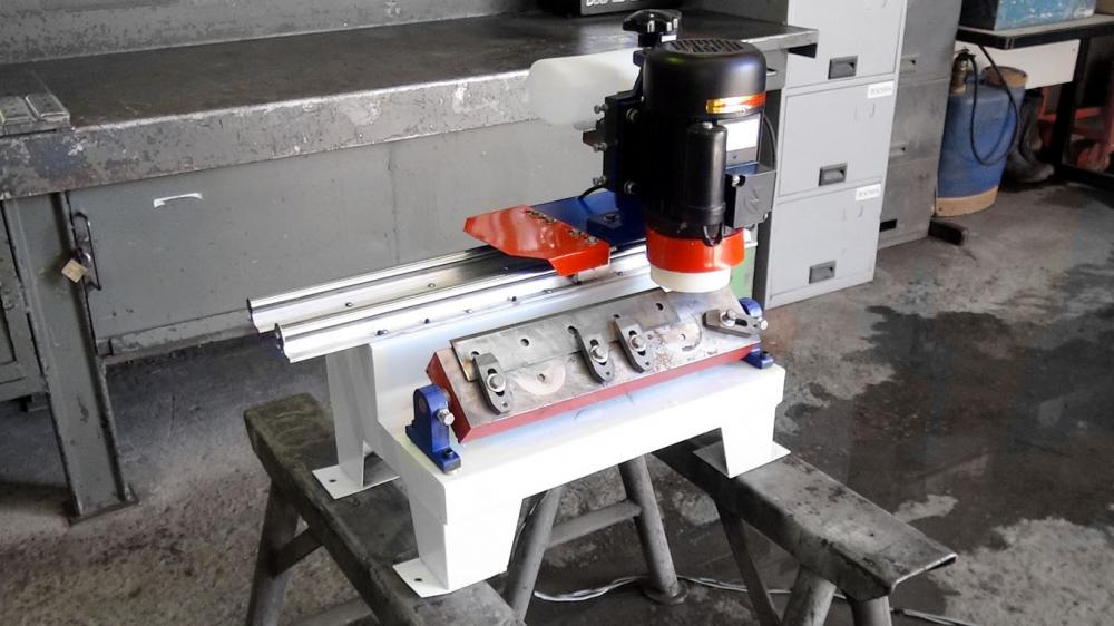Surface Grinder for chipper blades and other straight blades and knifes with cooling system
