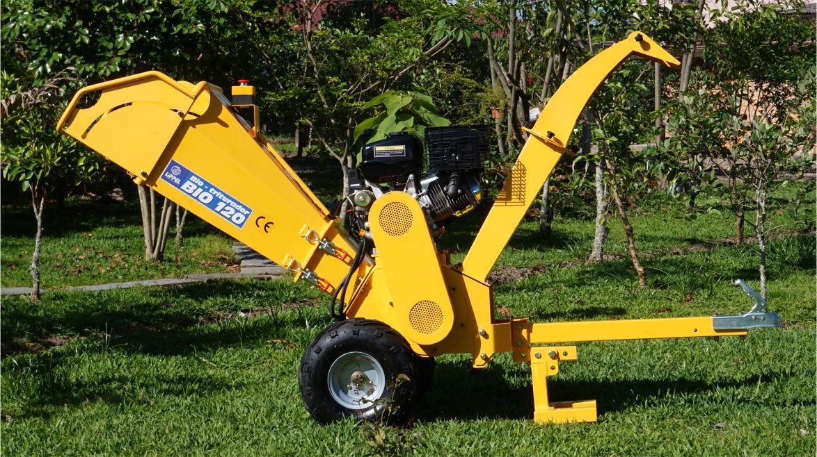 Capaz de triturar folhagens galhos, pequenos arbustos e plantas, sendo ideal para condomínios, fazendas, viveiros, parques