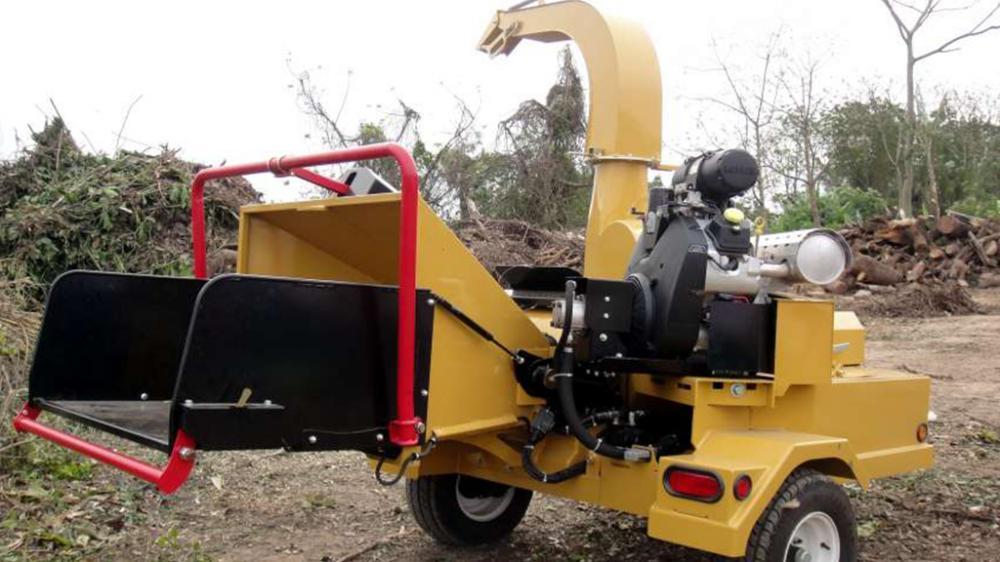 Desenvolvido para triturar arbustos, toras e galhos urbanos, tornando-se adequado para prestadores de serviços de limpeza, condomínios, parques e prefeituras