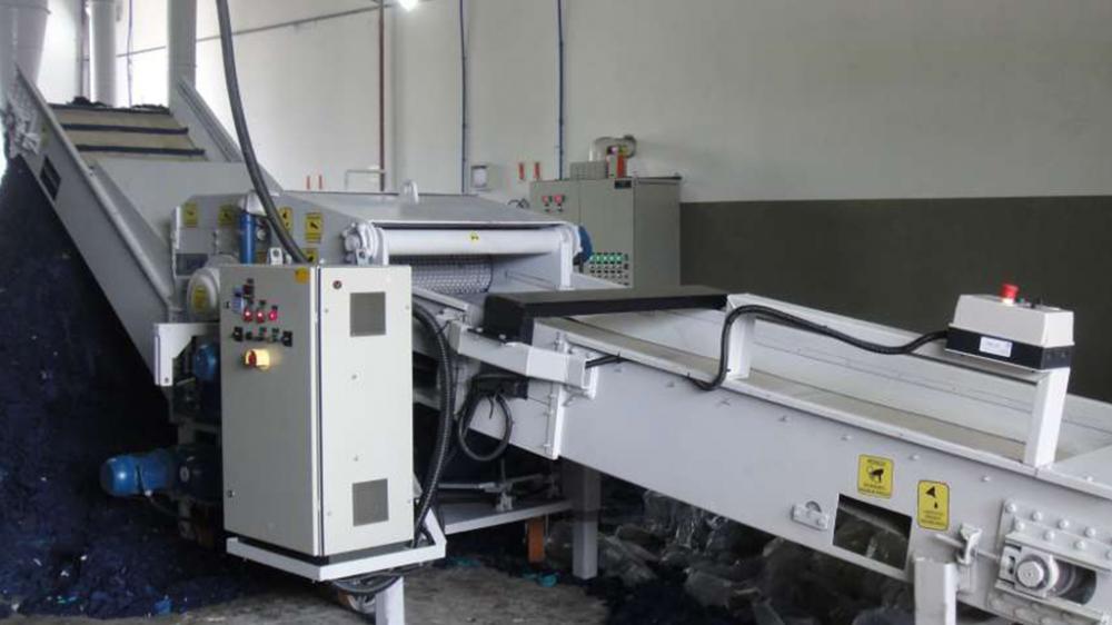 Ideal para industrias de tejidos y confecciones que desean reciclar su residuos. Producción hasta 8m³/h de un producto homogéneo y de alta calidad.