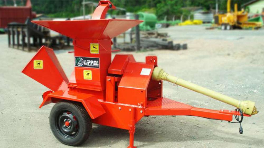 The 42 PMD, in addition to the wheelset, serves two functions on the same machine: wood chipper and shredder of branches.