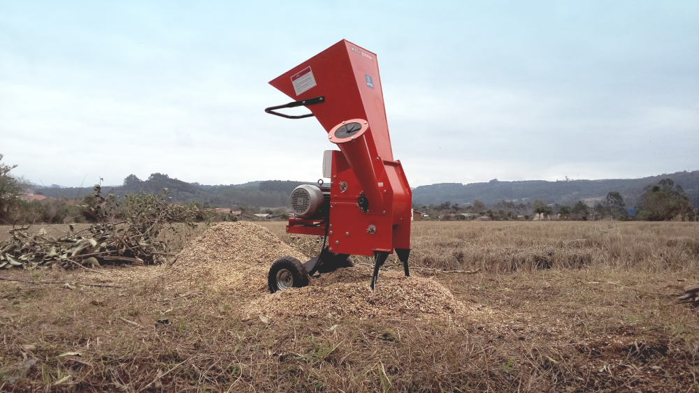 Composting branch shredder, capable of fractionating branches and residues up to 67mm in diameter, excellent for both rural and urban areas