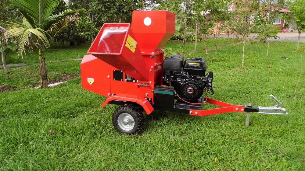 Bio urban chipper with two feed box, with gasoline motor.