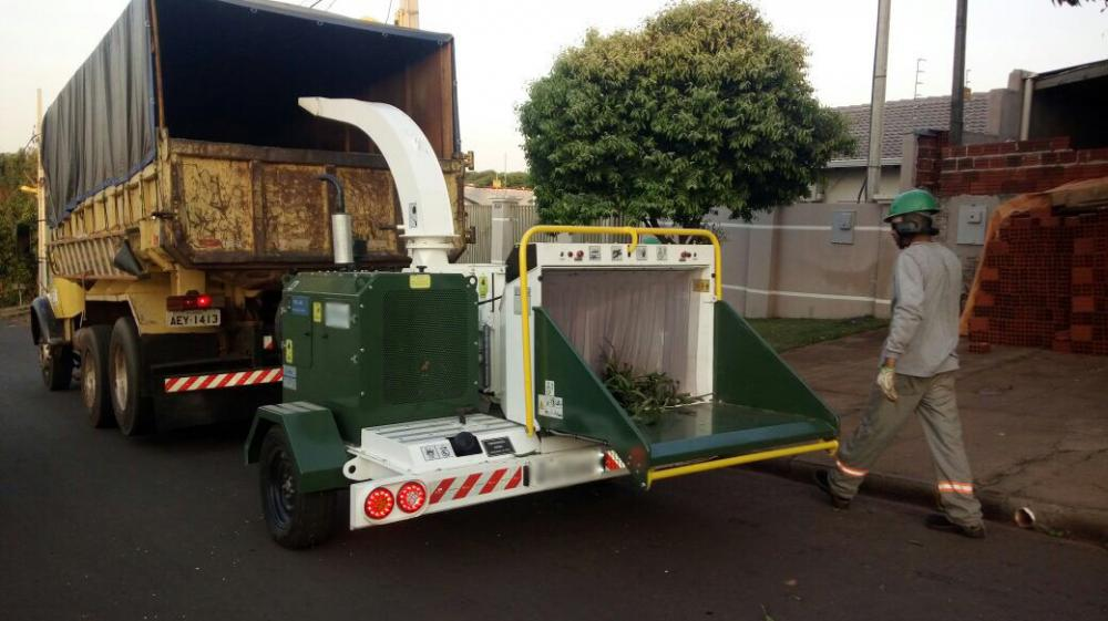 Diesel Engine wood chipper with the engine options from 40 to 60 HP and Rotation