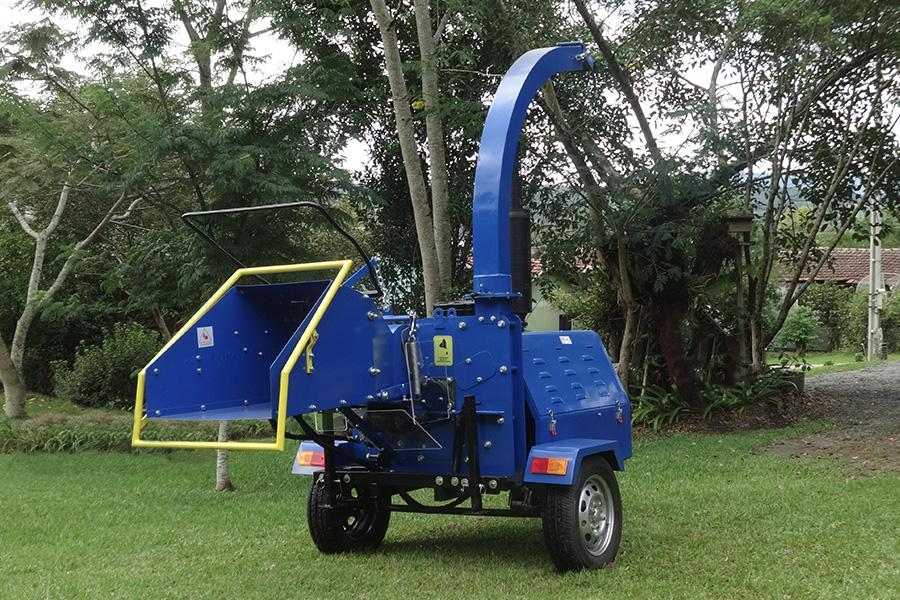 Wood Shredder PDX 170 M is ideal for shredding leaves and branches resulted from pruning trees.