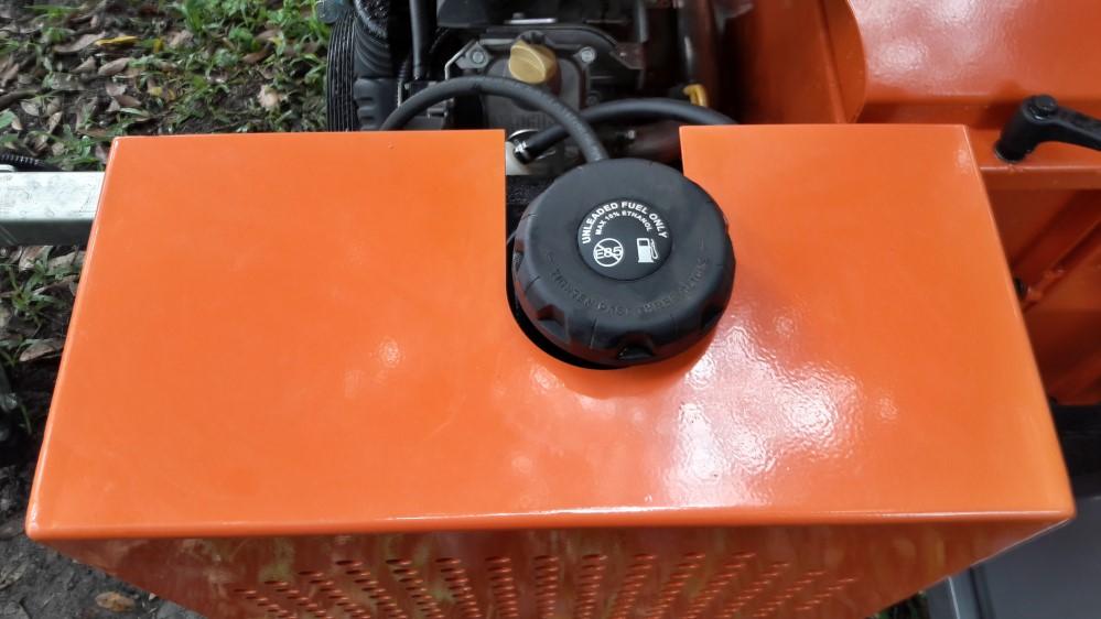 26,5 litros de tanque de combustível suportam muito tempo de trabalho.