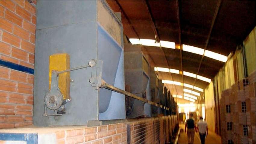 Alimentadores de fornos QL 04 instalados em uma indústria cerâmica