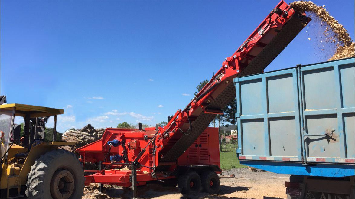 altura suficiente estera de salida para cargar las chips de madera directamente en el camión.