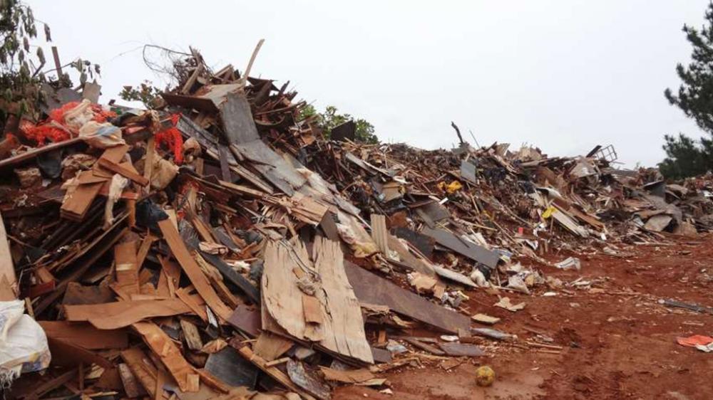 Antes: Depósito de resíduos madeira de origem urbana.