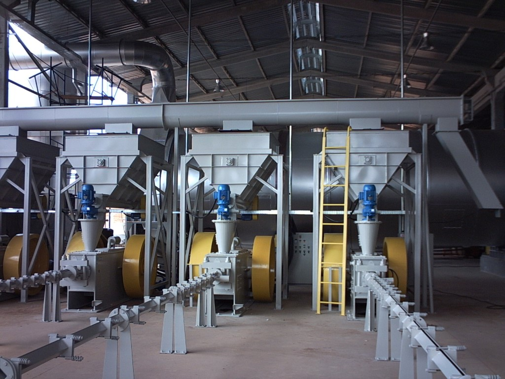 Mechanical piston extruders - ideal to manufacture briquettes with various types of biomass.