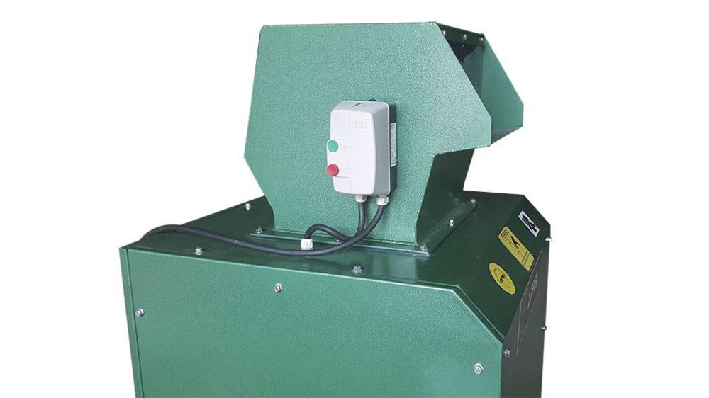 Boca de alimentación y panel de control.