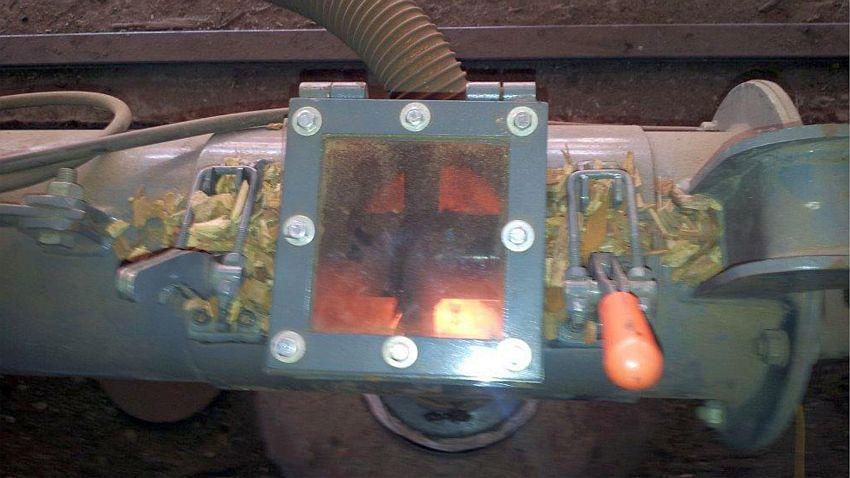 Boca de descarga regulável; responsável por alimentar o forno