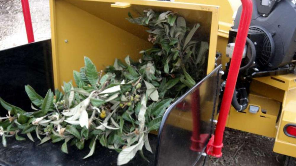 Branches crusher in operation