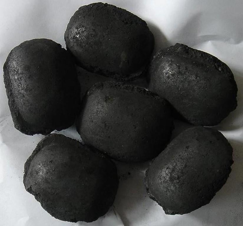 Briquete fino de carvão vegetal