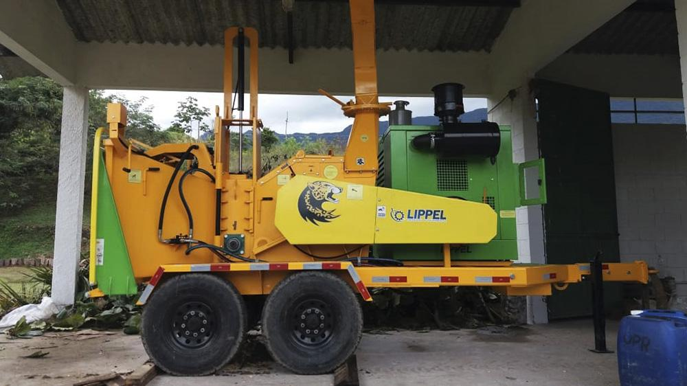 Brush chipper with double axle