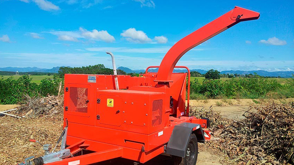 Chipper PDU 250 D being used in crushing branches for composting
