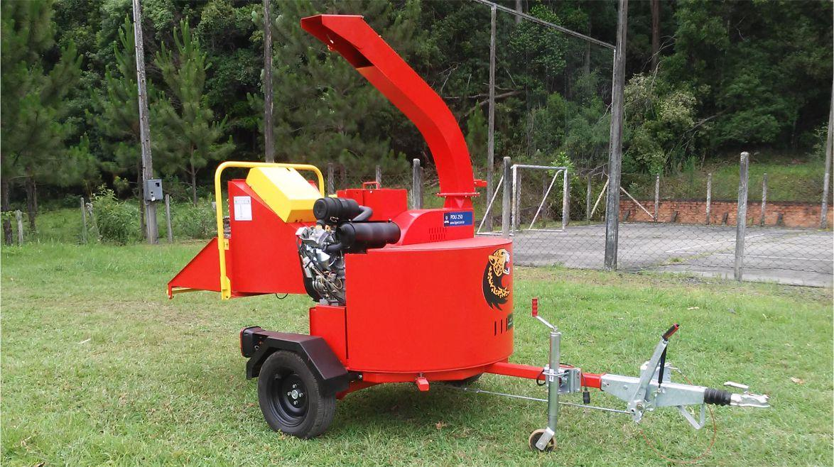 Chipper, robust and versatile to shred branches and do other services like cleaning gardens