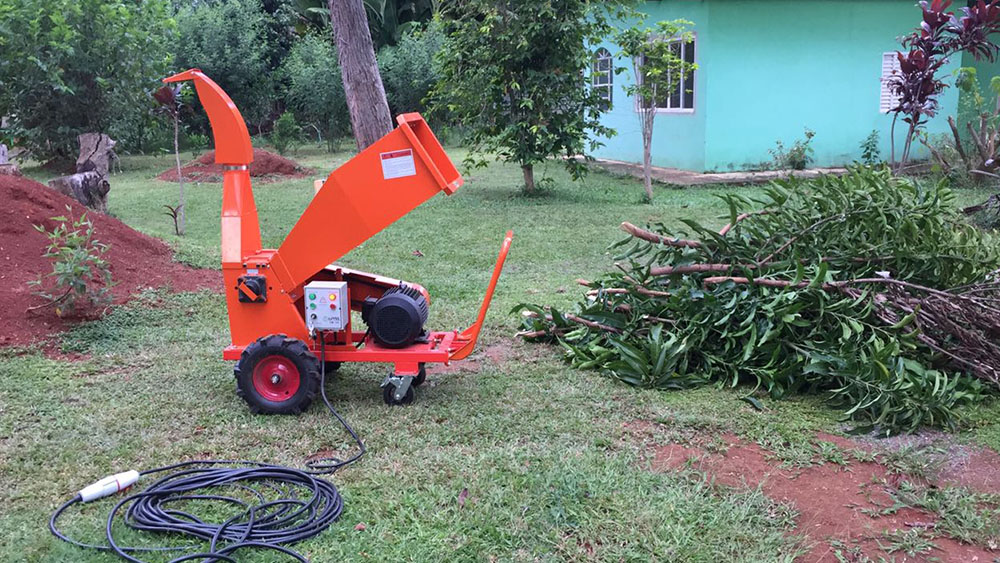 Compact and powerful brush chipper