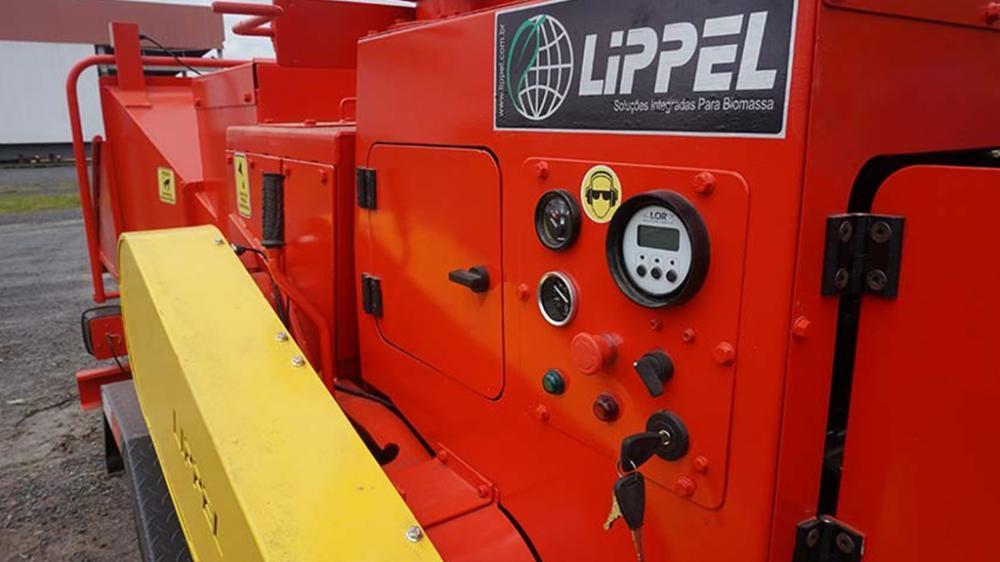 Controlador da alimentação programável, para se adaptar as condições de trabalho e manter a eficiência do motor.