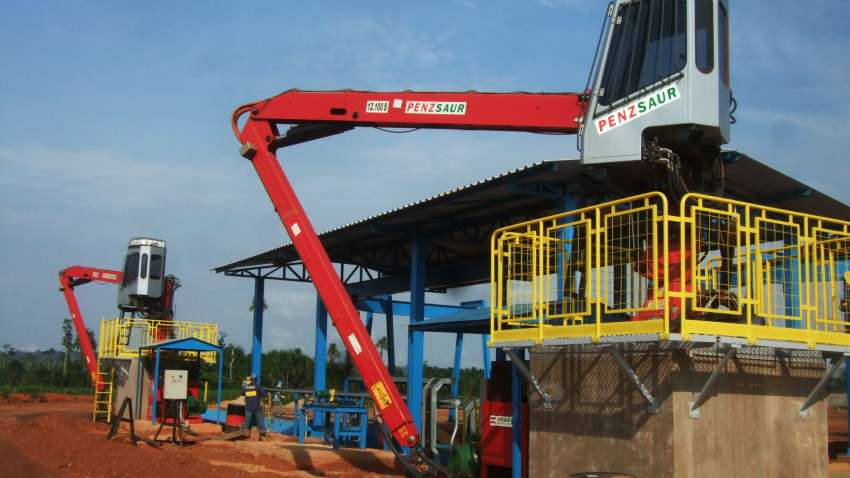 Cranes for feeding wood chippers